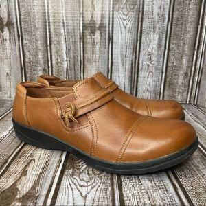 Clarks leather slip on loafer shoes - chestnut color - size 8.5
